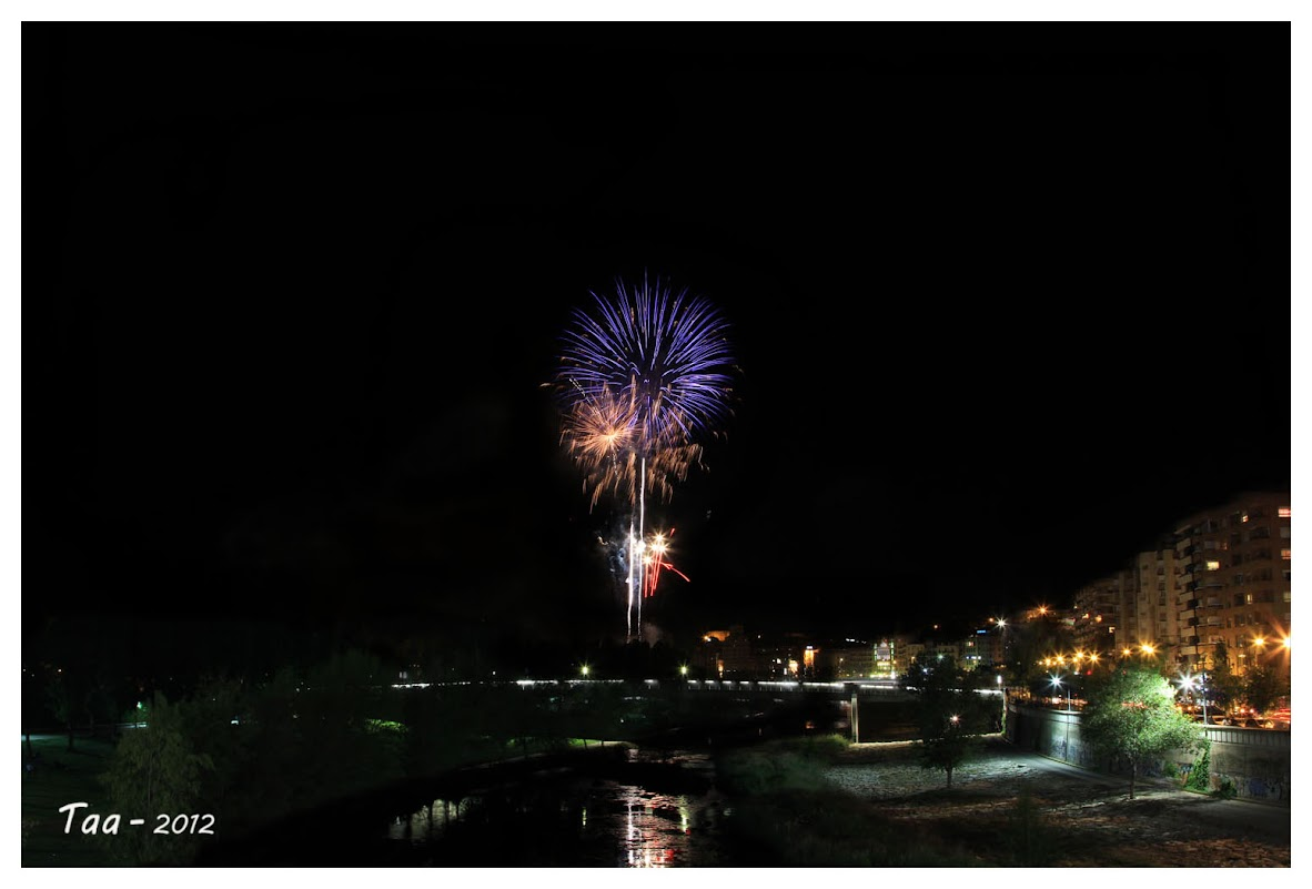 Fuegos artificiales - Fiestas de mayo en Lleida IIMG_9650