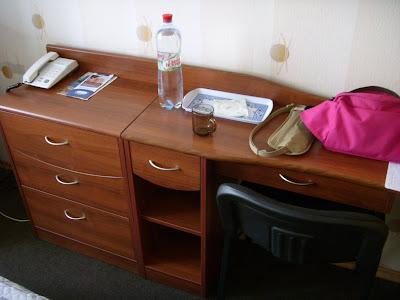 ホテルの机