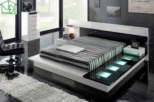 Giường ngủ với hệ thống đánh đèn ngay bên cạnh giường