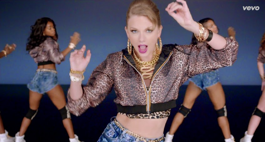 Taylor Swift gold chain necklaces for Shake It Off VEVO Music Video 02-19-08-2014