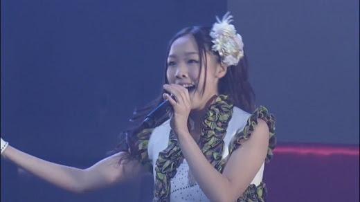 SKE48 石田安奈(16) おっぱい手ブラ姿が映り込む事故 → 急いで削除