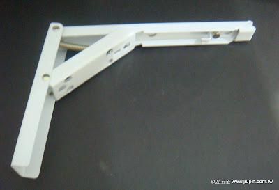 裝潢五金 品名:輕型活動三角架 規格:6寸半/1尺 材質:鐵電鍍 顏色:白色 功能:可支撐層板或作桌面延伸用 玖品五金