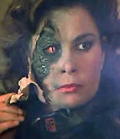ερπετογυναίκα, ψεύτικο δέρμα, κρόνια, reptile human, fake leather, Saturnalia