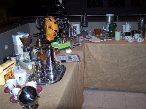 Uitleg over de geschiedenis en de werking van de koffiebranderij volgen.