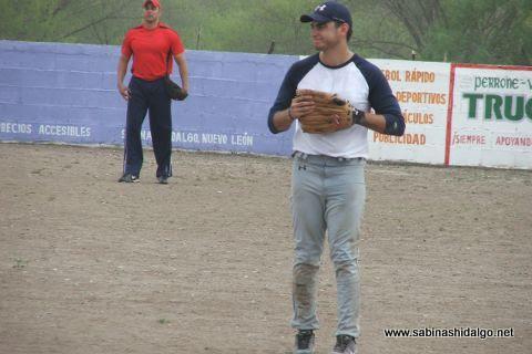 Luis Fernando González de Ponchados en el softbol del Club Sertoma
