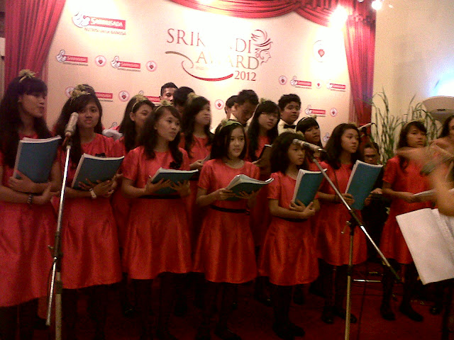 Paduan Suara Ikut Menyemarakkan Srikandi Award 2012