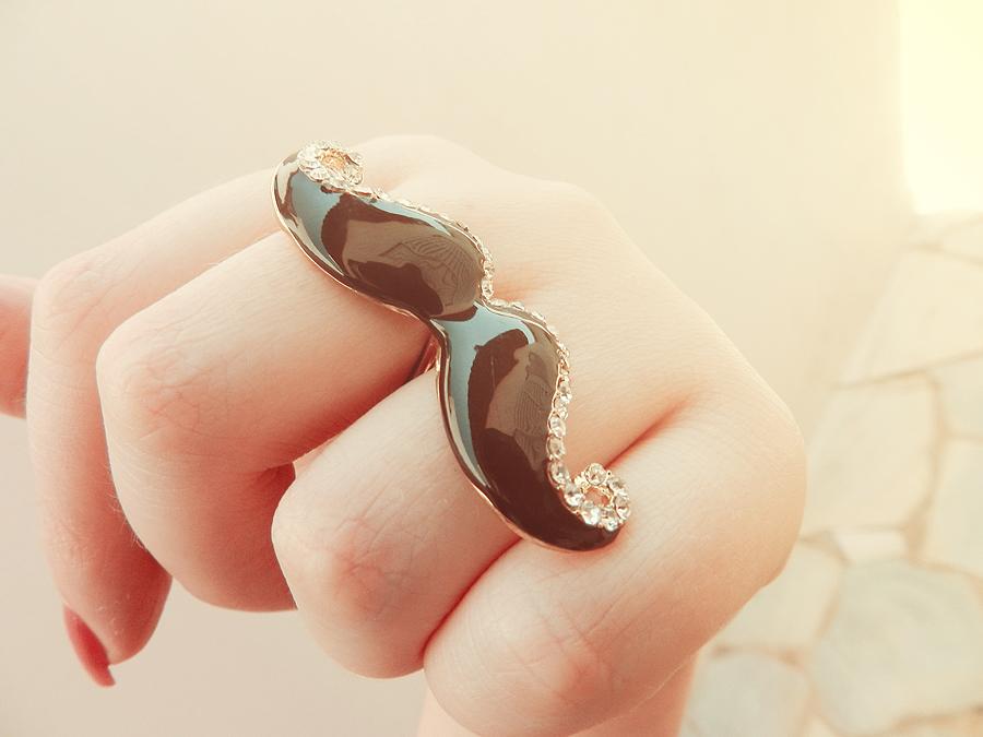 anel de bigode