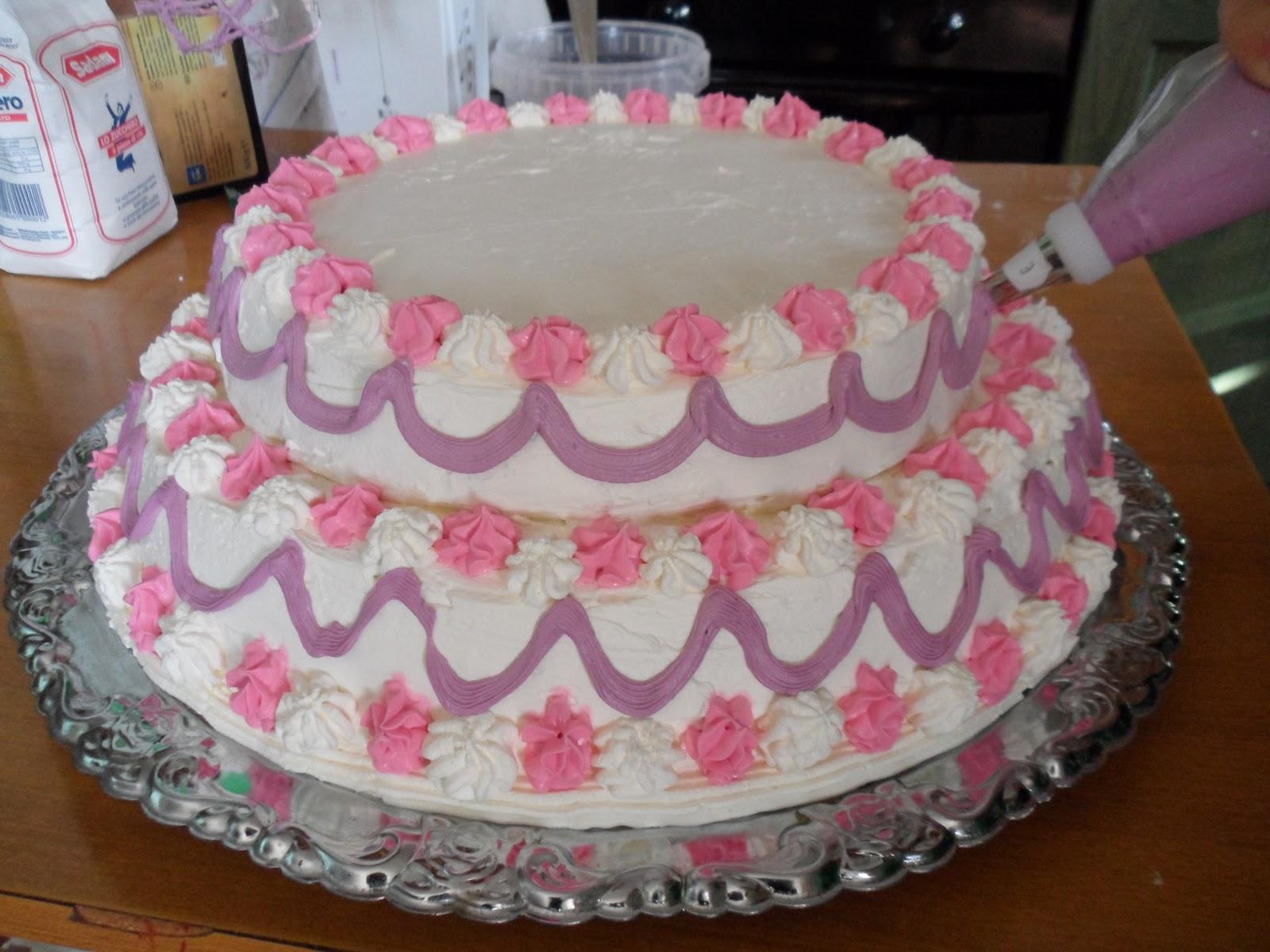 Alessandra torte e dolcetti torta principessa for Decorazioni di torte con panna montata