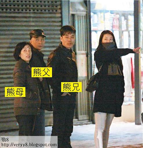 圈中孝順女 <br><br>向來孝順的熊黛林,去年安排父親從南京來港醫癌病,一家四口經常出外吃飯。城城亦曾參與其家庭聚會,熊父母早已當他一家人。圖片