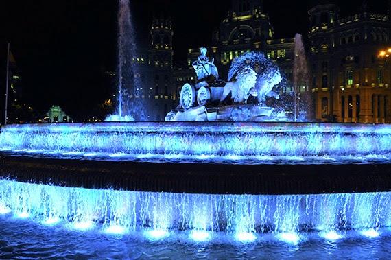 Madrid se ilumina de azul por el Autismo