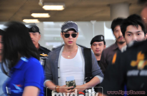 Yoochun (JYJ) มาเมืองไทย ทำเอาสนามบินแทบแตก