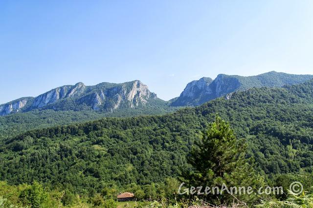 Küre Dağları Milli Parkı ve arkada Valla Kanyonu