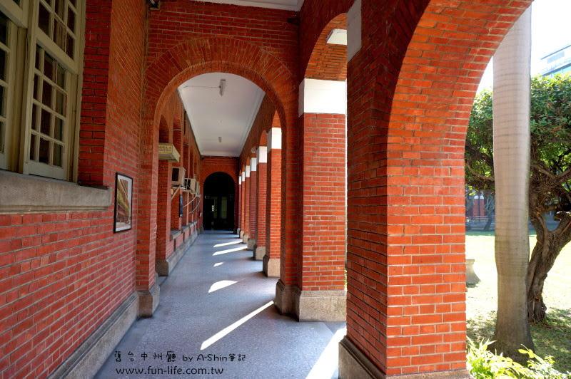 台中州廳不少圓拱門~~