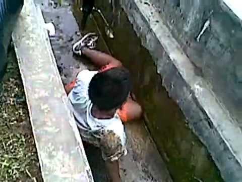 سقوط طفل من فوق دراجة بخارية