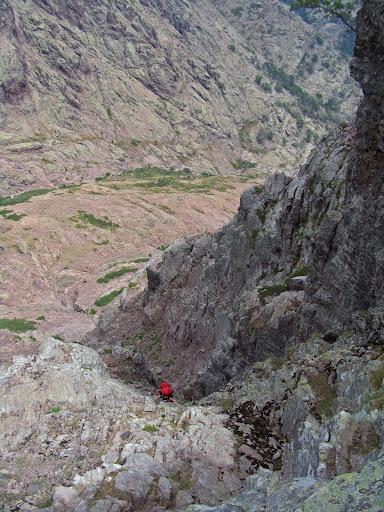Cap au Sud dans la descente sous la Brèche du Sphynx