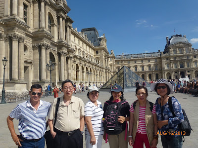 KM Âu Châu vui chơi ở Paris