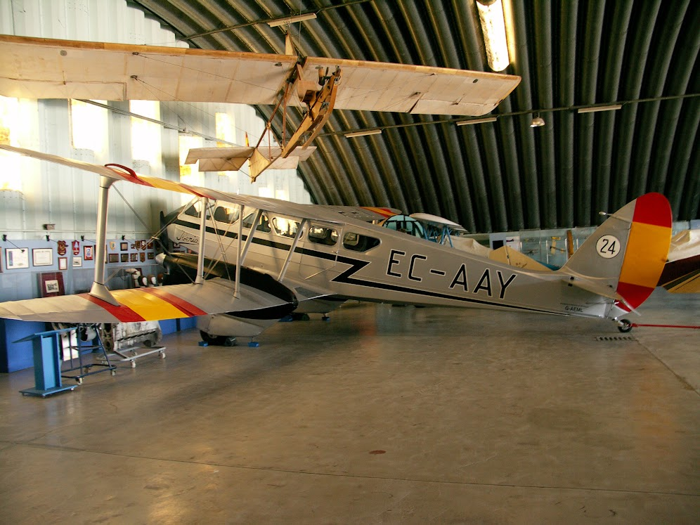 """Exhibición aerea de la Fundación """"Infante de Orleans"""". DH-89+DRAGON+RAPIDE"""