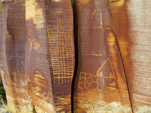 Large grid and other interesting petroglyphs