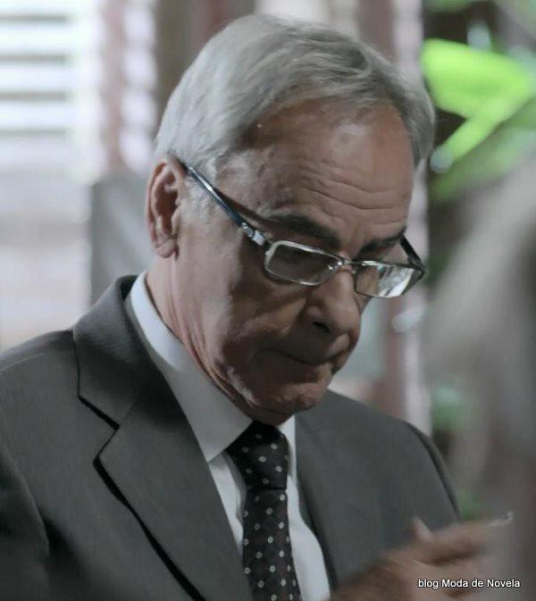 moda da novela Império - óculos de grau do merival dia 11 de agosto