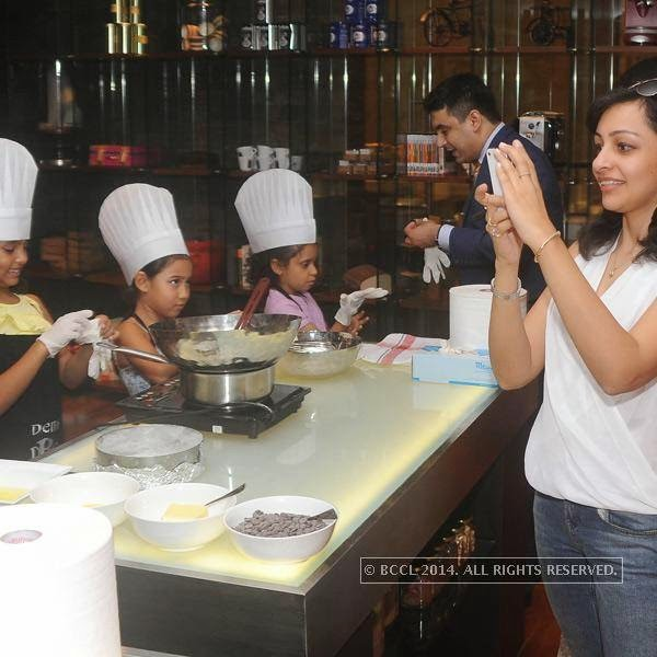 A still from the chocolate making session hosted Ritu Beri at the Delhi Baking Company, JW MArriott, Aerocity.
