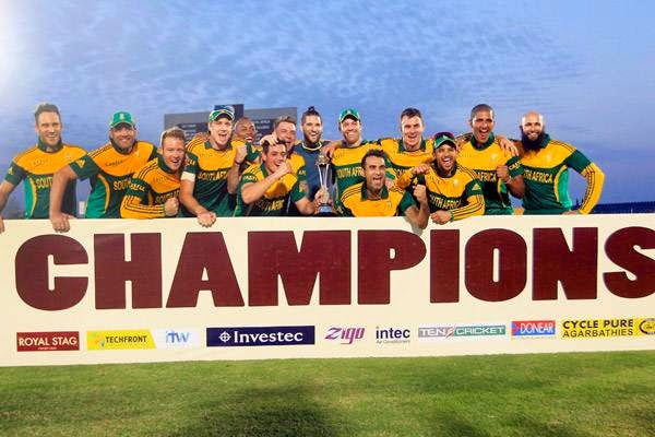 South Africa's cricket team members pose with the trophy after winning the One Day International cricket series against Sri Lanka, at the final match in Hambantota July 12, 2014. South Africa beat Sri Lanka by 82 runs in the third and final one-day international to win the three-match series 2-1