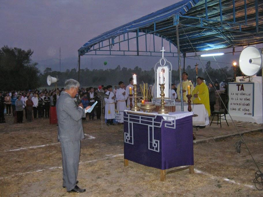 Thánh lễ kính nhớ tổ tiên và ông bà cha mẹ tại nghĩa trang Giáo xứ Dục Mỹ- Giáo phận Nha Trang.