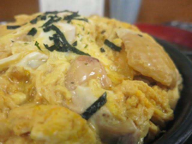 卵でゆるくとじられた親子丼