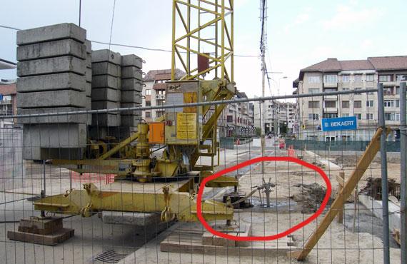 Cine plăteşte apa consumată la lucrările pentru parcarea subterană din centru?