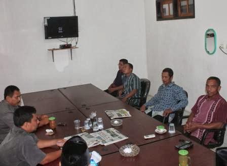 warga Desa Guyung, Kecamatan Gerih, Ngawi mengadukan berdirinya minimarket ke DPRD Kabupaten Ngawi