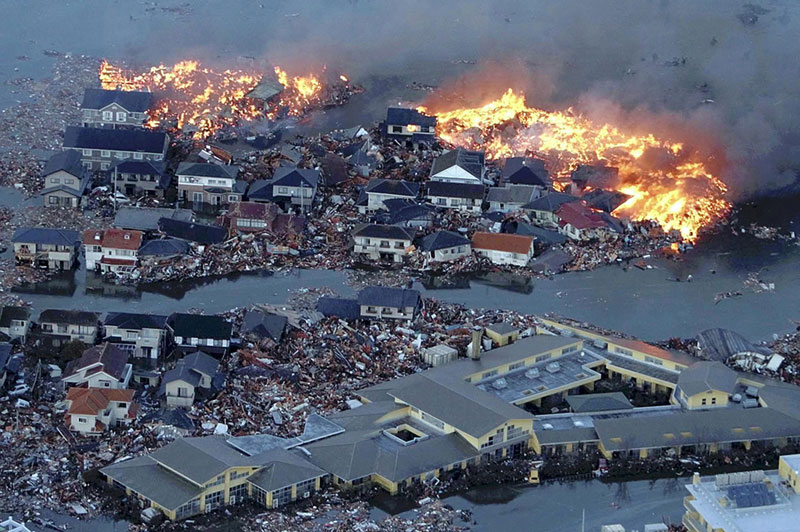 https://lh6.googleusercontent.com/-lJYyxKAsSsg/TXpEaNS70AI/AAAAAAAABhA/bJIQcBNZCo8/s1600/japan-tsunami-earthquake-photo-stills-011.jpg