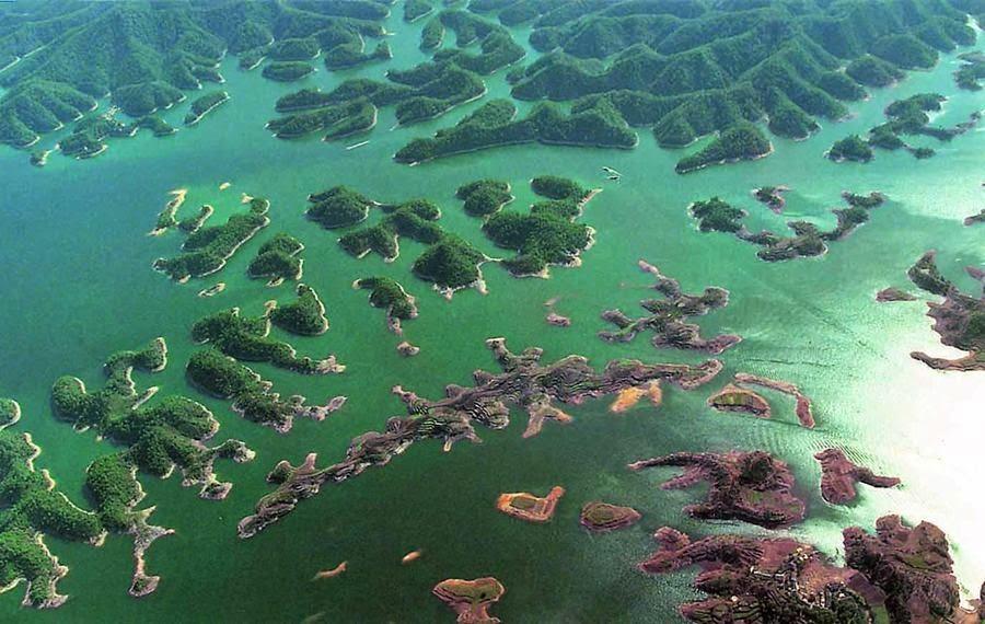 Beleza exuberante das milhares de ilhas formadas após a construção da represa em 1959