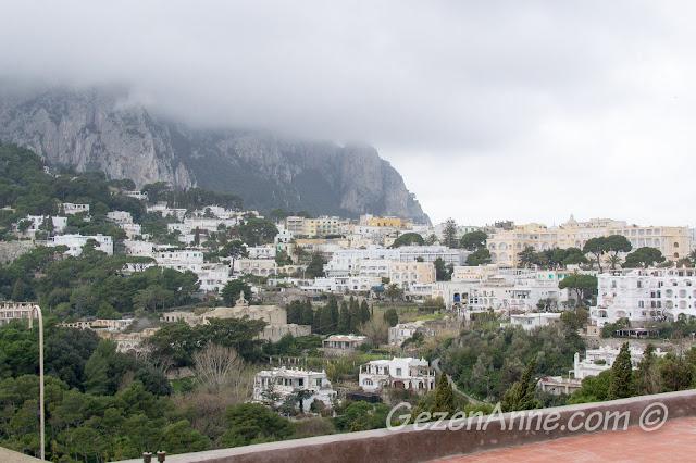 Capri şehri manzarası