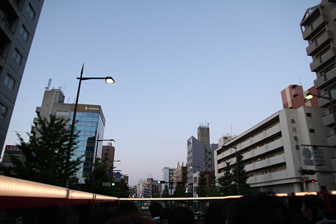 西日本鉄道「福岡オープントップバス」 赤塗装 車窓 ももち~大濠公園間