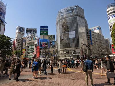 渋谷ハチ公口側のスクランブル交差点