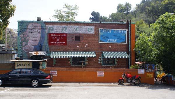Сельский магазин Лорел каньона, где у Криса Хиллмана произошла случайная встреча