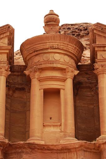 Иордания: Каменная колонна в городе Петра
