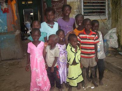 de familie Gueiky- geen enkel kind  volgt onderwijs-aucun enfant de cette famille est inscrit à l'école