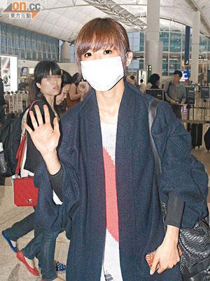 阿Sa不愧是「鐵人蔡」,有病也如常飛北京工作。