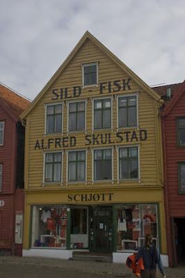 Antigua casa reconvertida en tienda de recuerdos, Bryggen