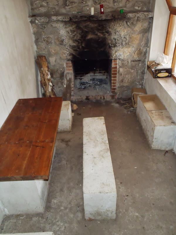 Interior del Refugio de la Torreta (Valsalobre)