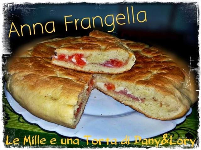 pizza in padella farcita con cotto, provola e pomodorini