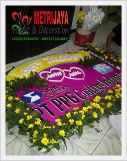 proses pembuatan bunga papan di Toko Bunga Banjarnegara Florist