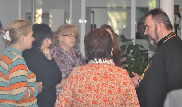 Владыка Василий общается с участниками Сертификатной программы