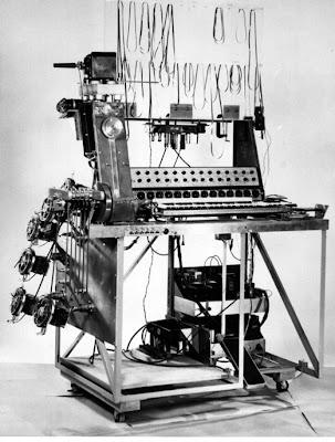 El primer prototipo del Special Purpose Tape Recorder conocido también como Multitrack
