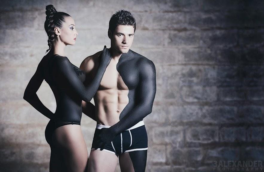 Cặp đôi chụp bikini ý tưởng độc đáo Alex Mihai C