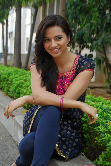 isha chawla in chudithar hot photoshoot