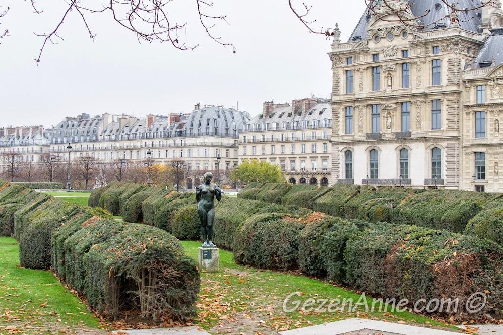 Tuileries parkında labirentleri ve heykelleri, Paris