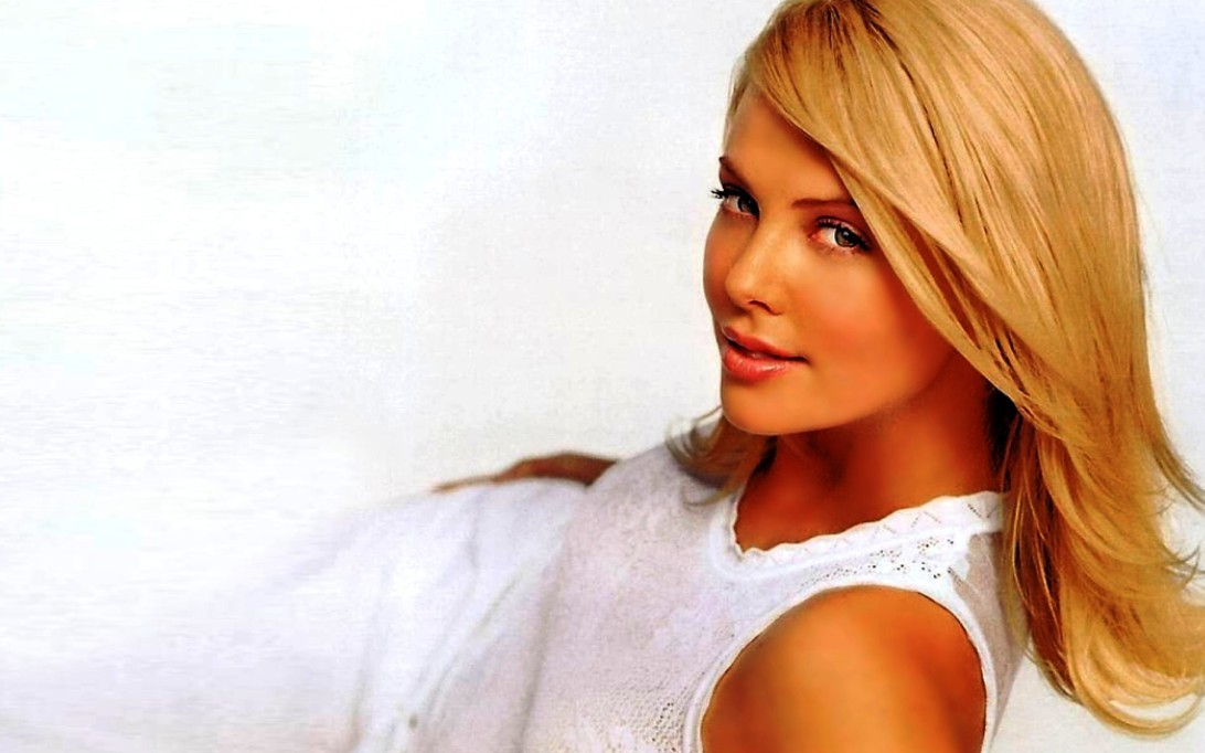 charlize theron wallpapers. Charlize Theron (Wallpaper 4)