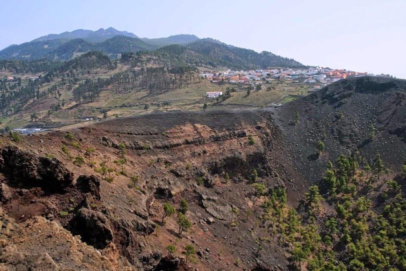 Cráter de San Antonio-pinar-vistas Cumbre Vieja