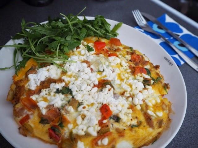 omeletti, omelette, food, ruoka, kananmuna, kasvikset, resepti, recipe, omeletti resepti, erilainen, täyte, täytteet, marimekko, lautasliina,